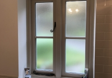 1_bespoke-bathroom-windows