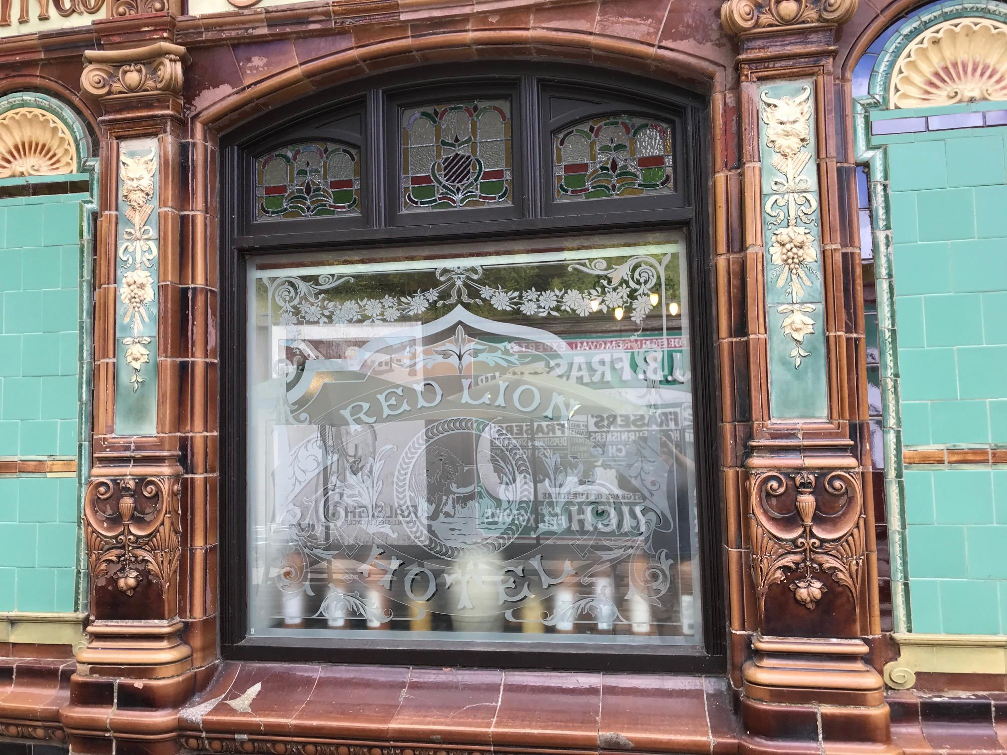 classic-pub-windows